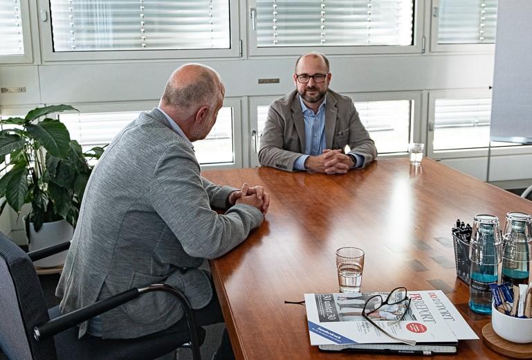 Ein Bildbeschaffer im Gespräch mit dem Medienanwalt Lars Rieck
